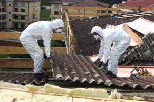 Peligros al retirar los tejados con amianto y fibrocemento