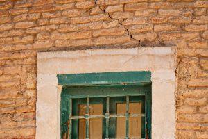 Cómo reparar grietas en una fachada monocapa