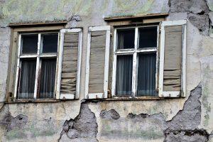¿Qué son las grietas en una fachada monocapa?